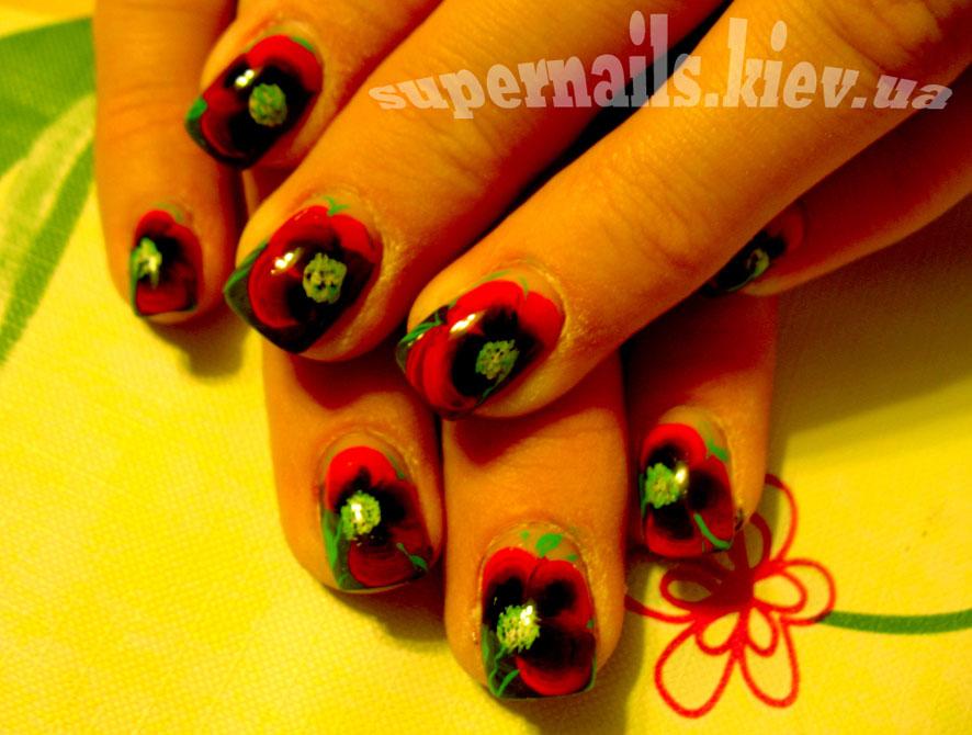 красные маки на ногтях позняки