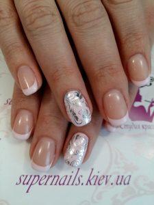 серебряный слайдер на ногтях