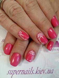 розовый ногти с белым дизайном