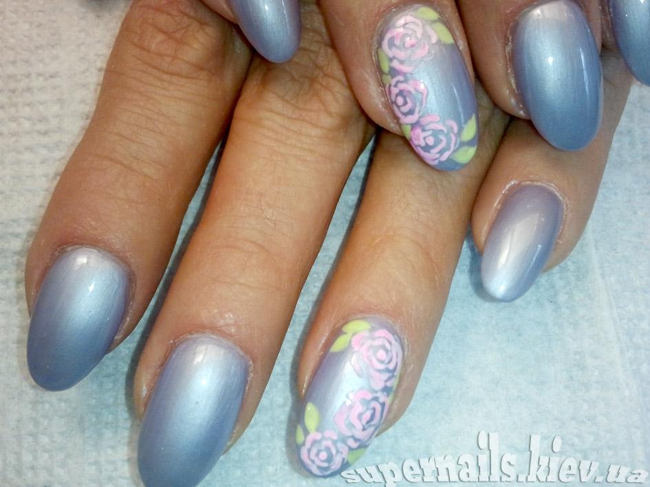 роза и лазурь на ногтях